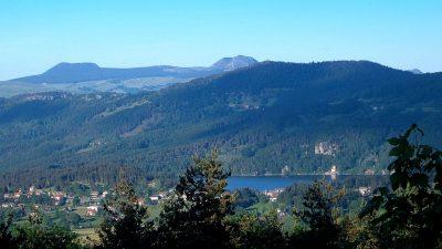 Le lac d'Issarles, à 5 km du village